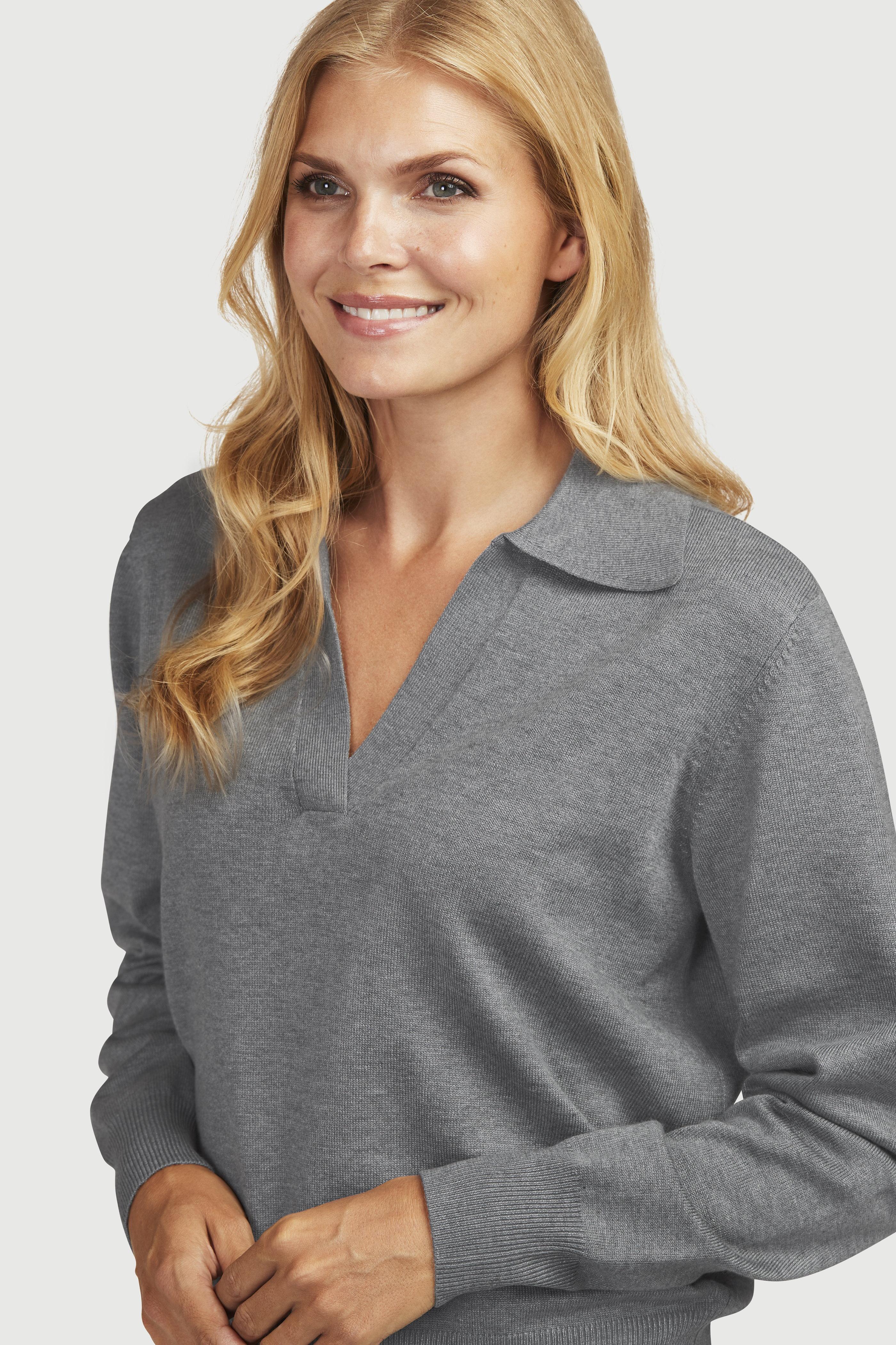 Myk, strikket genser med krage