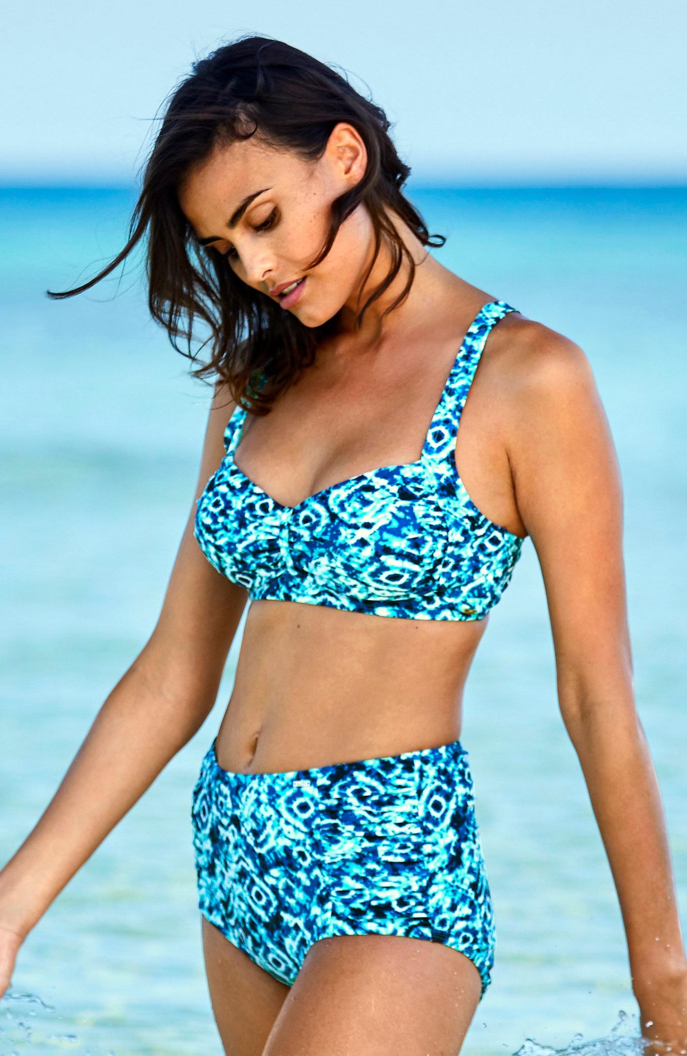 Blåmønstret bikinitruse høyt liv
