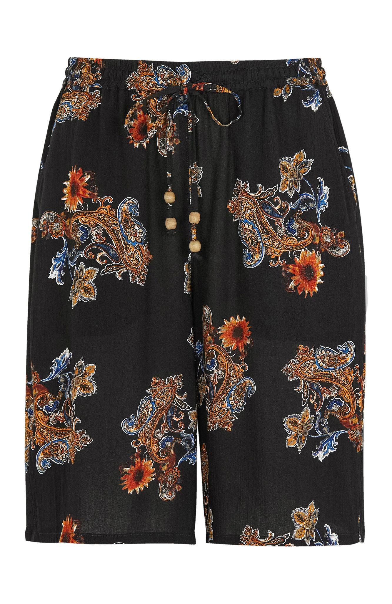 Shorts i krepp med strikklinning